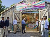 """Public Works Minister Opens """"Home Grown"""" Farmers' Market at Botanical Gardens"""