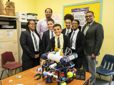 Education Minister Visits Robotics Class at Clearwater Middle School