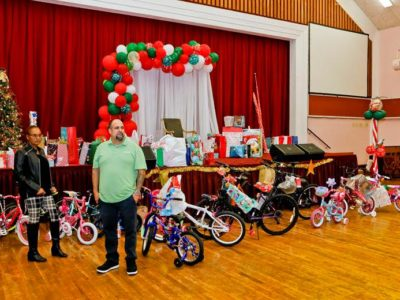 Premier & Minister Share Holiday Festivities With Foster Families