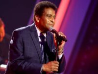 Charley Pride Accepts CMA Lifetime Achievement Award – A Country Legend!